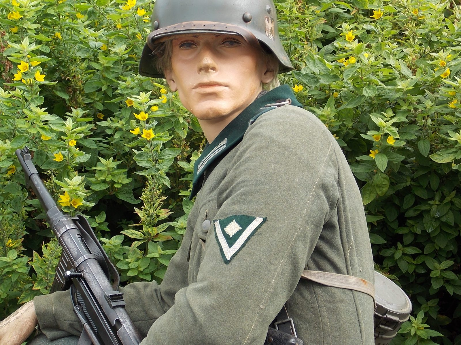 1936-Obergefreiter-service-tunic-The-Abingdon-Collection-photo-7