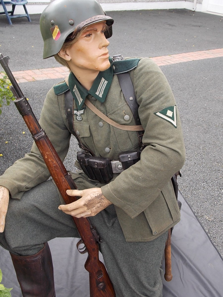 1936-Obergefreiter-service-tunic-The-Abingdon-Collection-photo-9